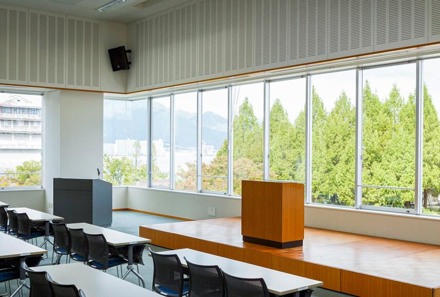 大会議室からの琵琶湖の眺望
